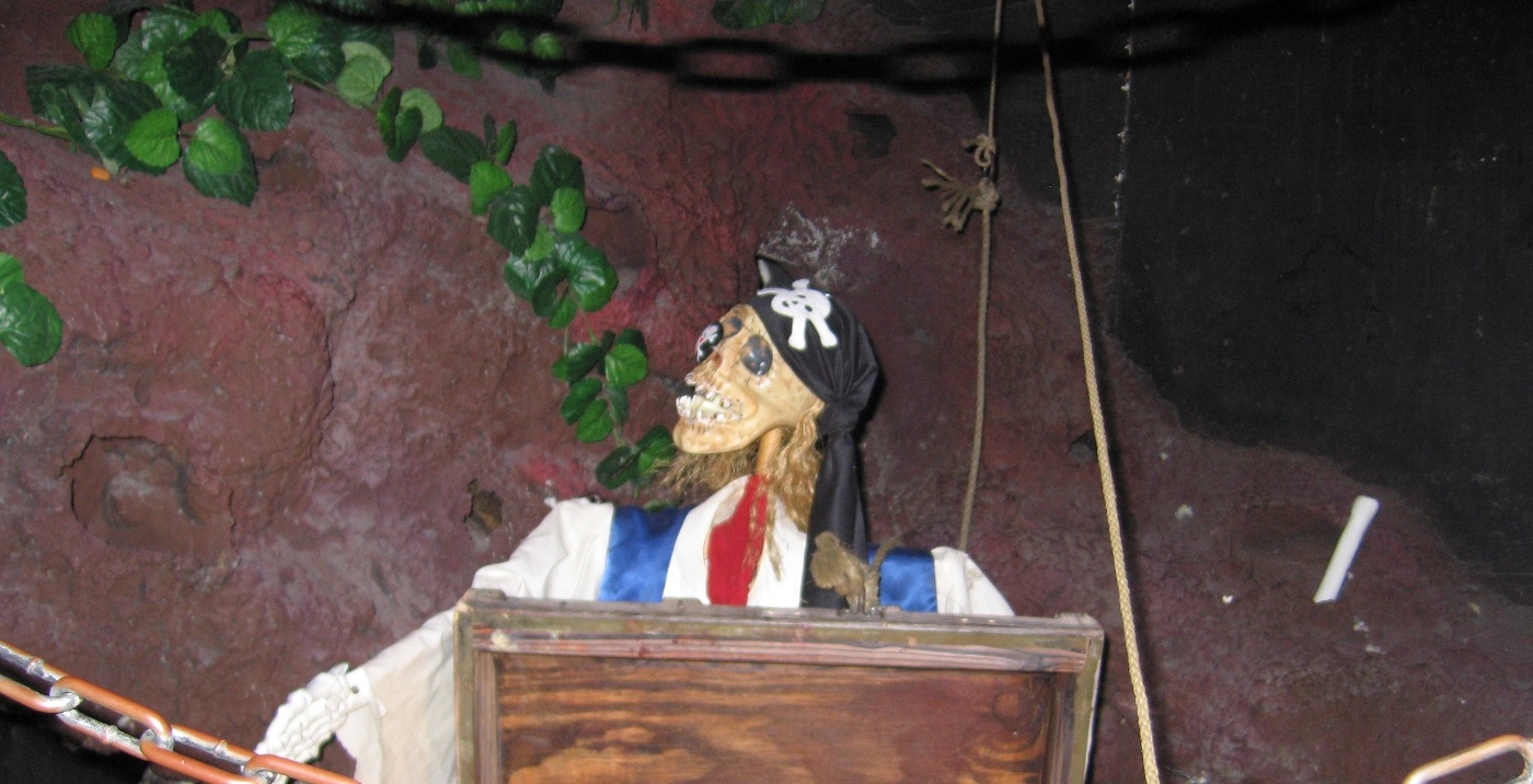 Casa Bonita: Skeleton pirate at the entrance to Black Bart's Cave